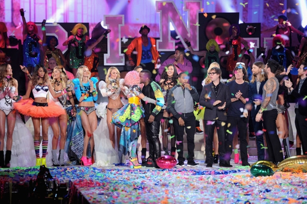 Victoria's Secret Fashion Show 2011 -2012 Victorias-secret-2